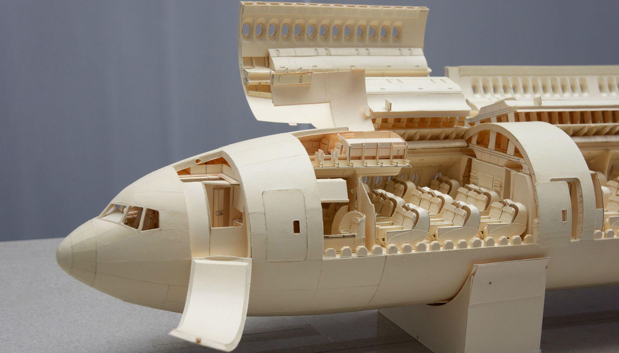 Luca Iaconi-Stewart verheft papieren vliegtuigen tot ware kunst!