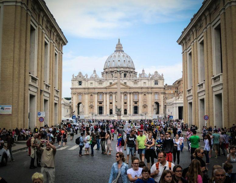 Heiligen vangen met nieuwe Vaticaan-app